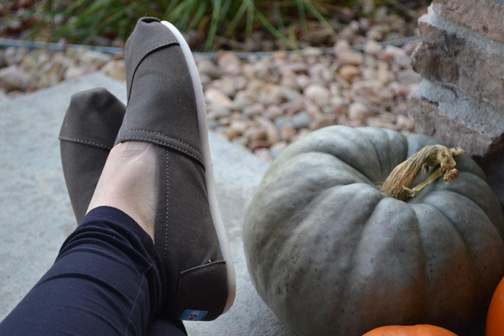 toms-shoes-olive-color
