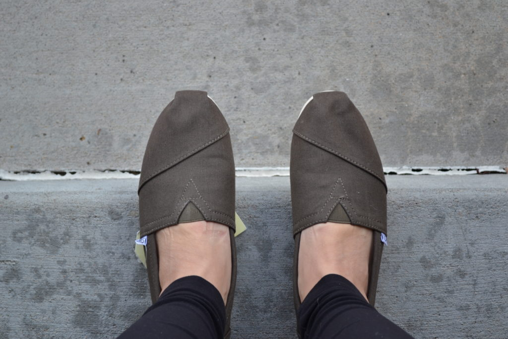 toms-olive-canvas